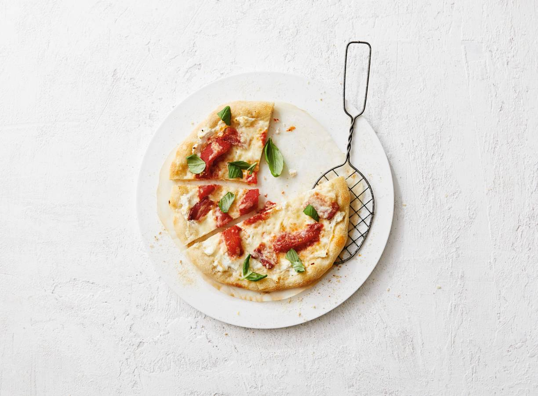 Pizza bianca met spek, ricotta & provolone
