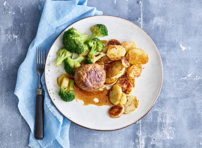 Gehaktballen, broccoli & gebakken aardappelen