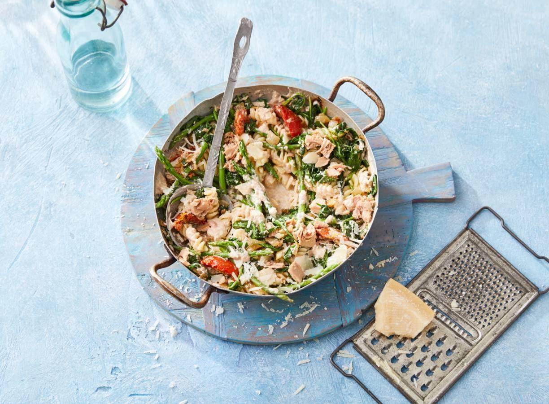 Pasta met tonijn, spinazie & asperges