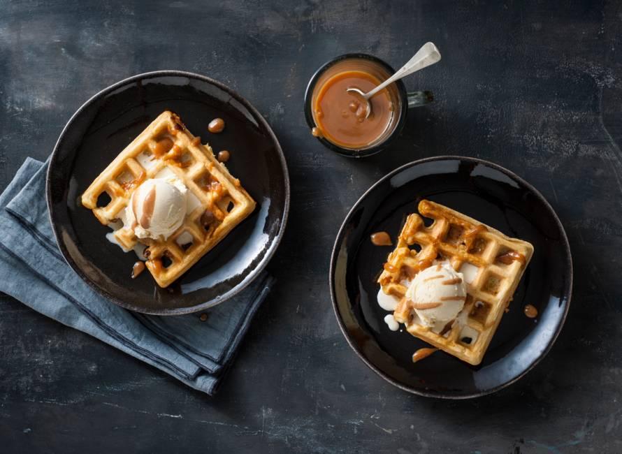 Fudgewafels met vanille-ijs