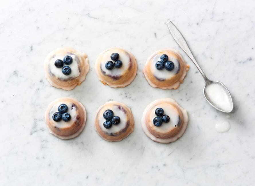 Teacakes met citroen, blauwe bessen en amandel van Yotam Ottolenghi