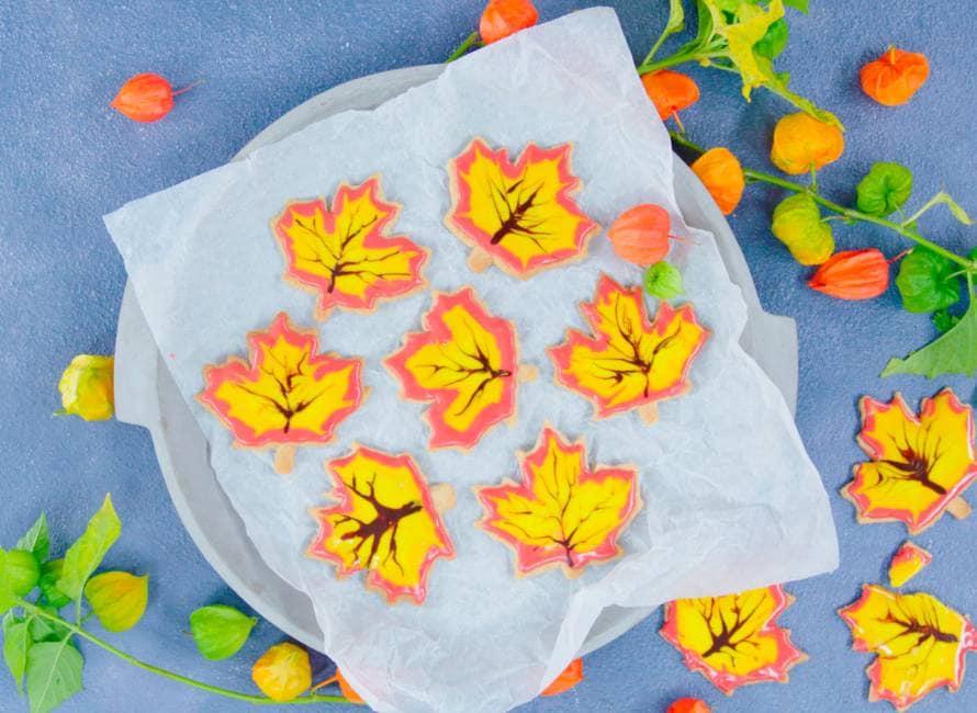Herfstbladkoekjes met hazelnoten en specerijen