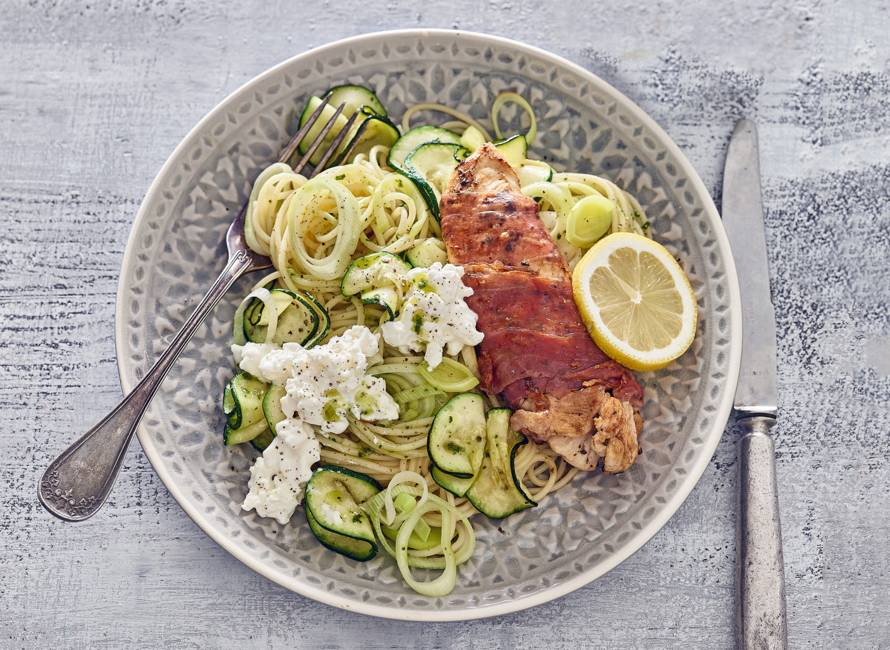 Kipsaltimbocca met rauwe ham en groenten