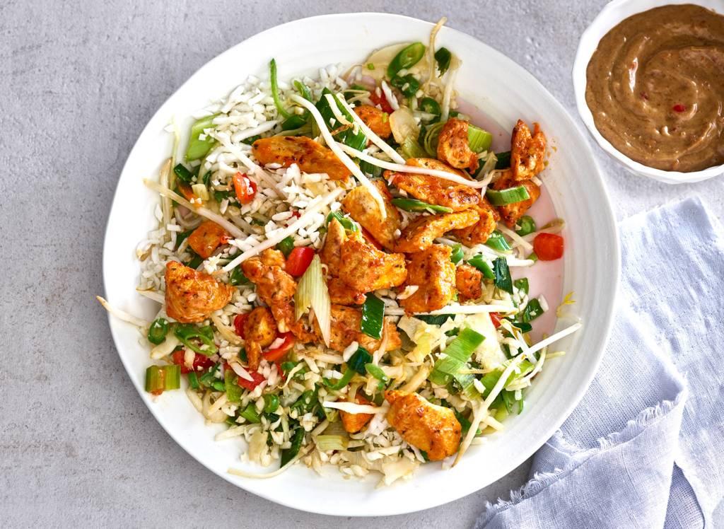 Thaise roerbak met kip en homemade satésaus