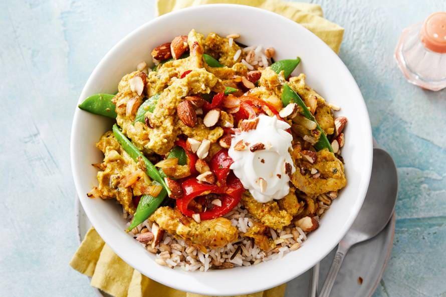Indiase curry met in yoghurt gemarineerde kip