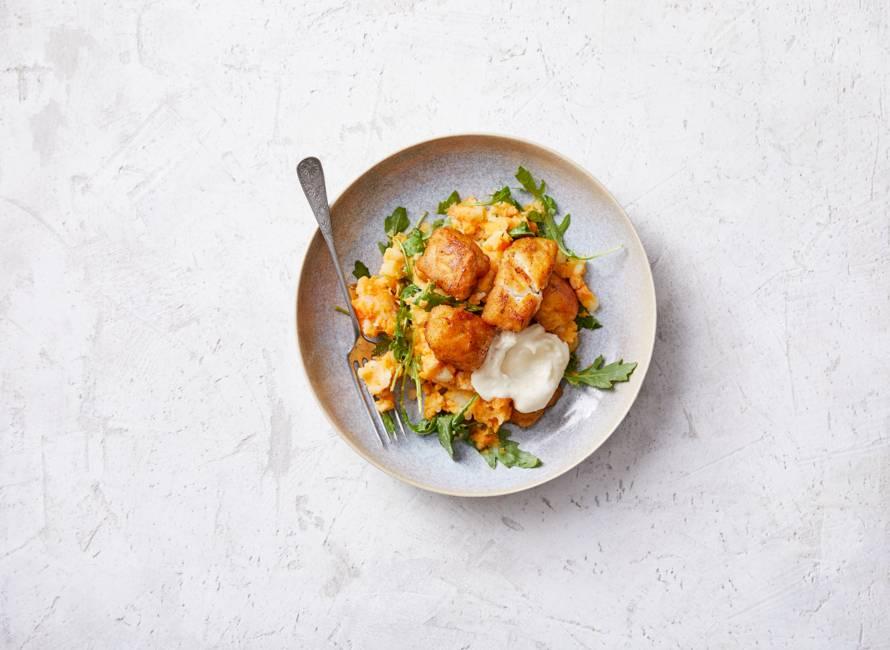 Zoete-aardappelstamppot met rucola en kibbeling