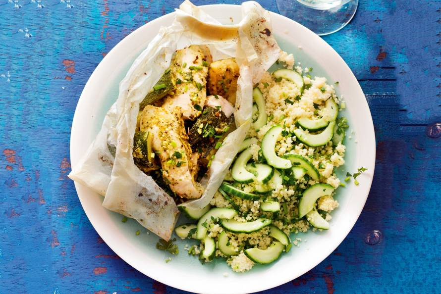 Kippakketje met pesto, courgette en couscous