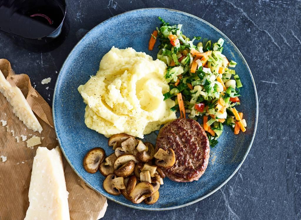 Steak de boeuf met puree en champignons
