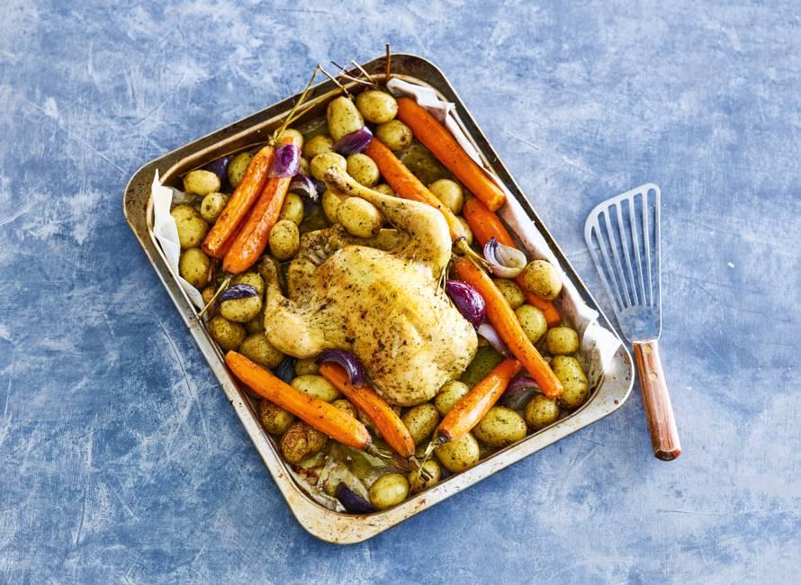 Ovenschotel met kip, krieltjes en bospeen