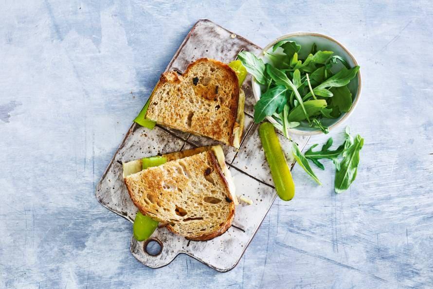 Tosti's met kaas, augurk en sambalmayo