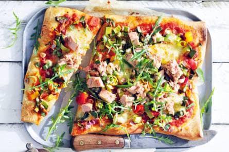 plaatpizza met tonijn - recept - allerhande - albert heijn
