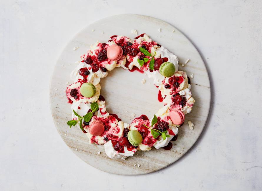 Kerstkrans van meringue, citroenyoghurt & fruit