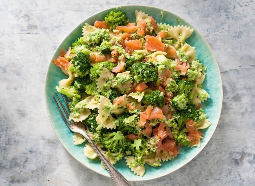 Romige pasta met gerookte zalm en broccoli