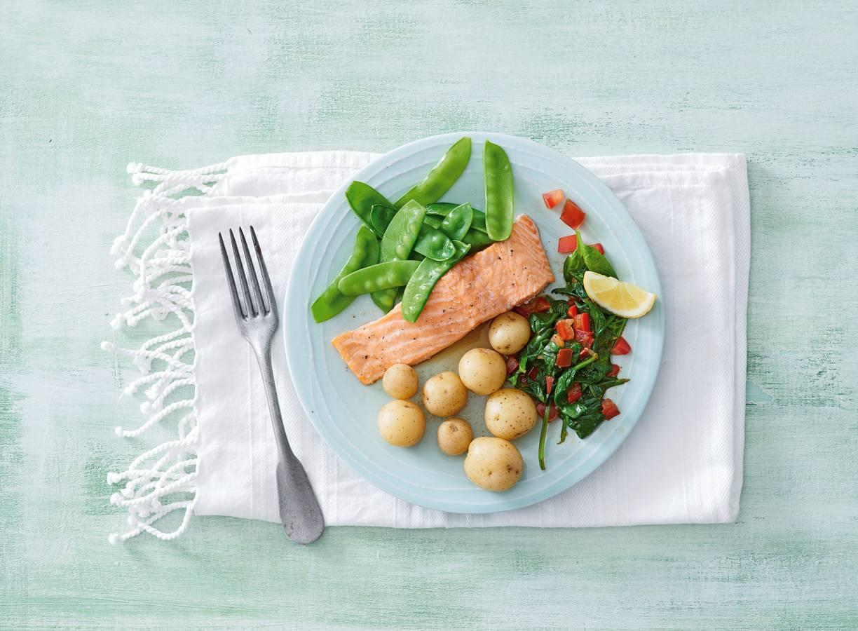 Zalm met krieltjes, spinazie en peultjes