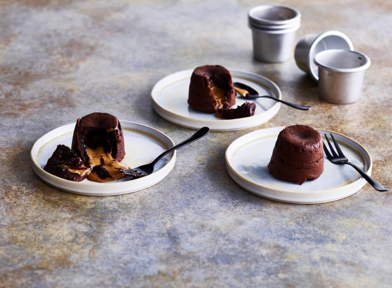 Lavacakejes met pindakaas en chocolade
