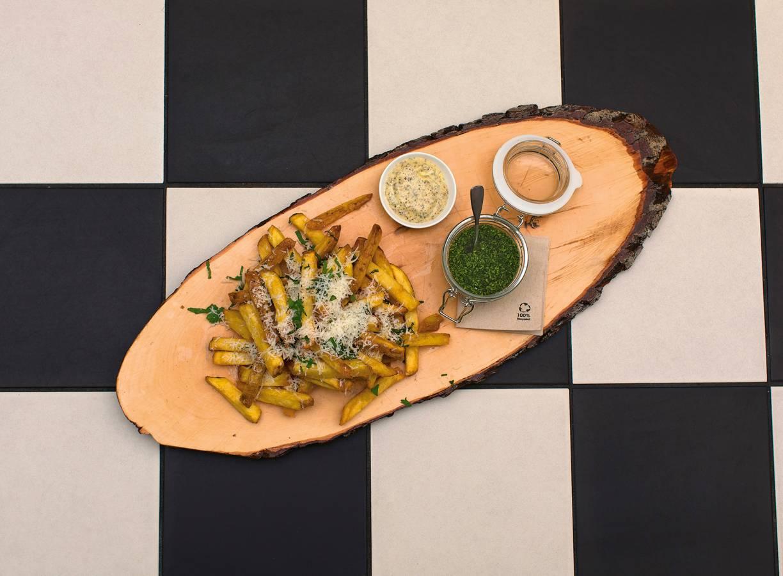 Homemade friet met truffelmayo & parmezaan van FrietHoes