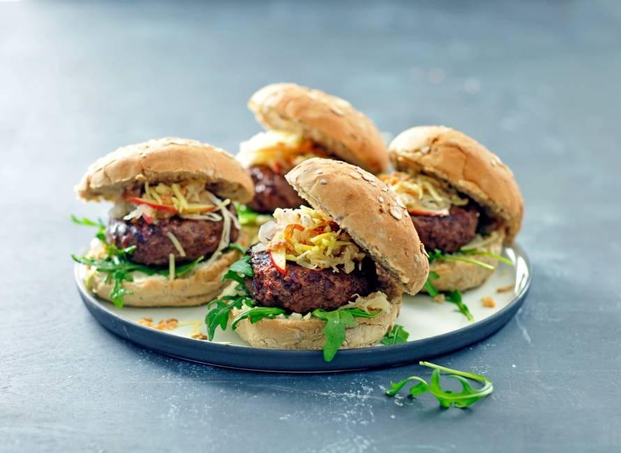 Zuurkoolburger met gebakken ui & gruyère