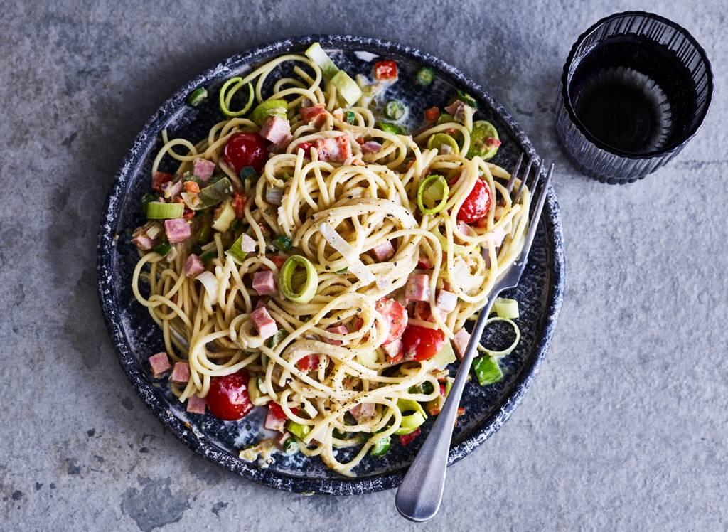Spaghetti met ham en romige groentesaus