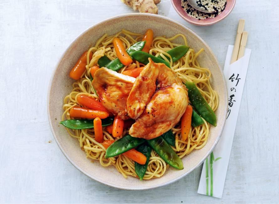 Noedels met kip en groenten uit de oven