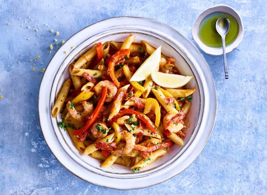 Penne met groentesaus, chorizo & garnalen