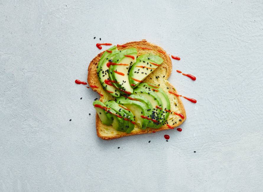 Open maisbroodsandwich pittige avocado