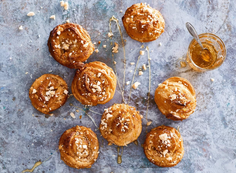 Snelle honingsbroodjes met kaneel en hazelnoten