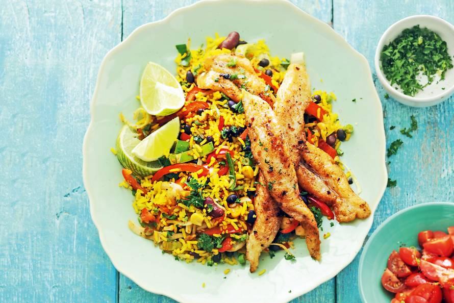 Mexicaanse rijstschotel met vis