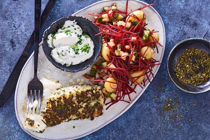 Gebakken kabeljauw met aardappel-komkommersalade