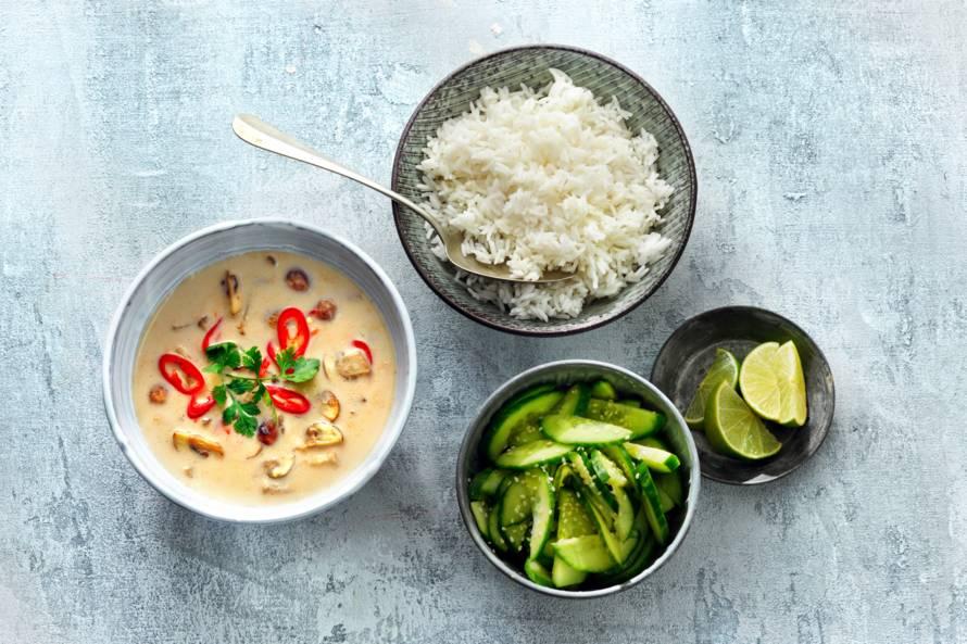 Thaise champignon-kokossoep met rijst