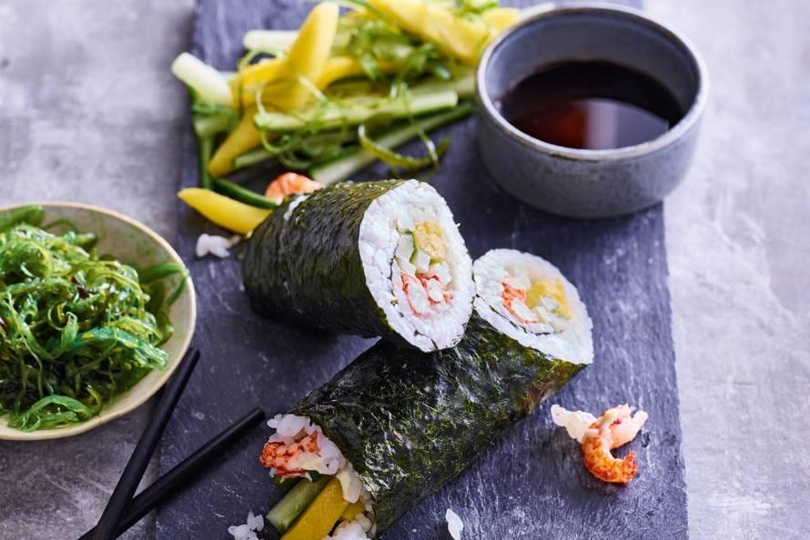 Sushi burrito met rivierkreeftjes
