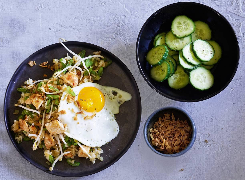 Nasi met kip en zelfgemaakte boemboe