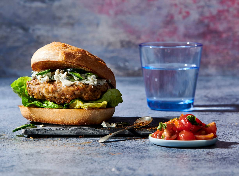 Argentijnse kipburger met blauwaderkaas