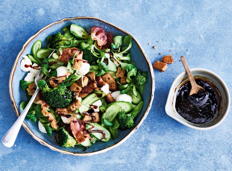 Groene groentesalade met stroopdressing