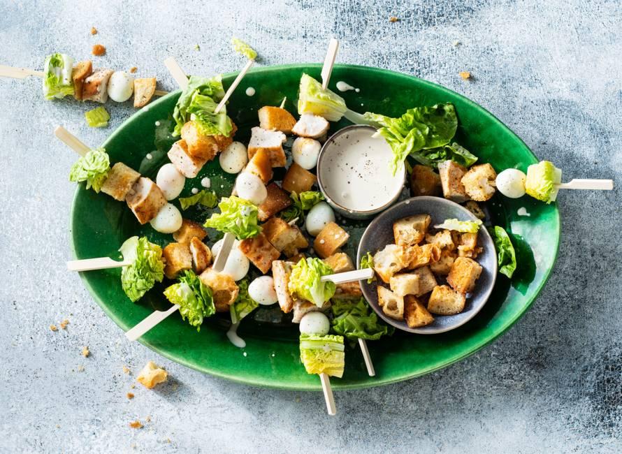 Caesarsalad op een stokje