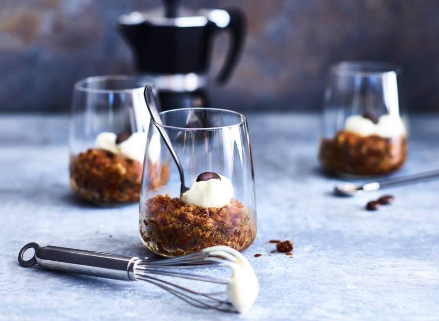 Irish-koffiegranita met slagroom en mokkaboontjes