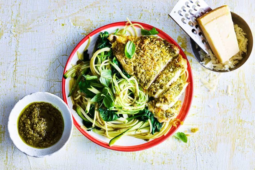 pasta pesto met spinazie en krokante kip - recept - allerhande