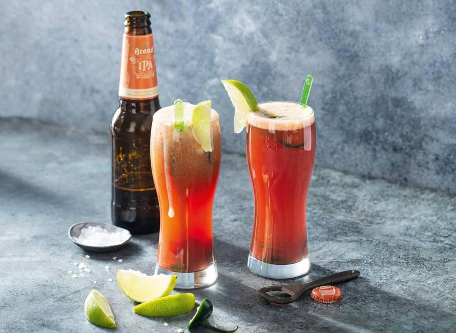 Mexicaanse biercocktail met tomaat & jalapeño