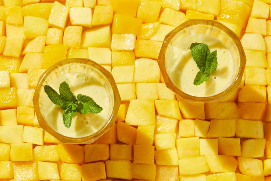 Mangoshake met kokos en munt