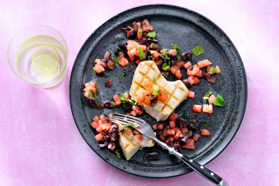 Witte-tonijnsteak van de BBQ met watermeloen