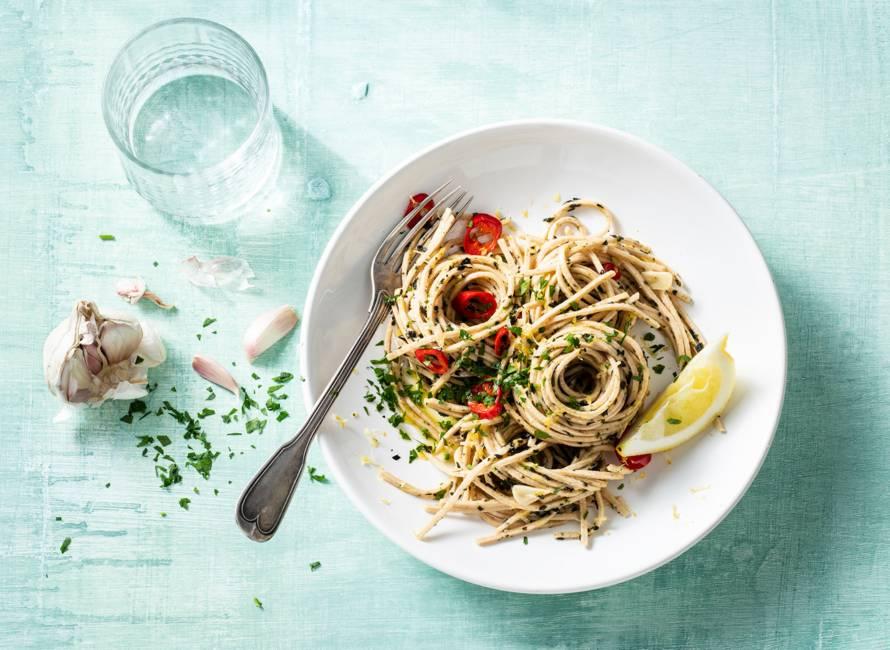 Vegan pasta aglio olio met zeewier