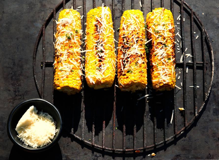 Gegrilde maiskolven met chipotleboter