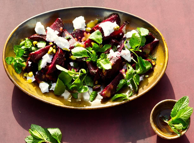 Jord's salade van 'cavemanstyle' gepofte bieten