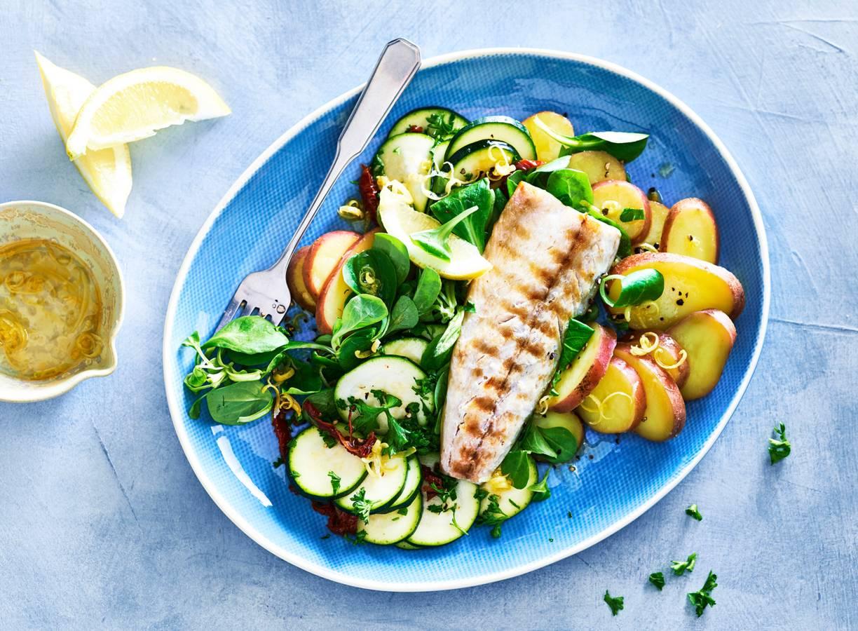 Makreel met aardappelsalade en courgette
