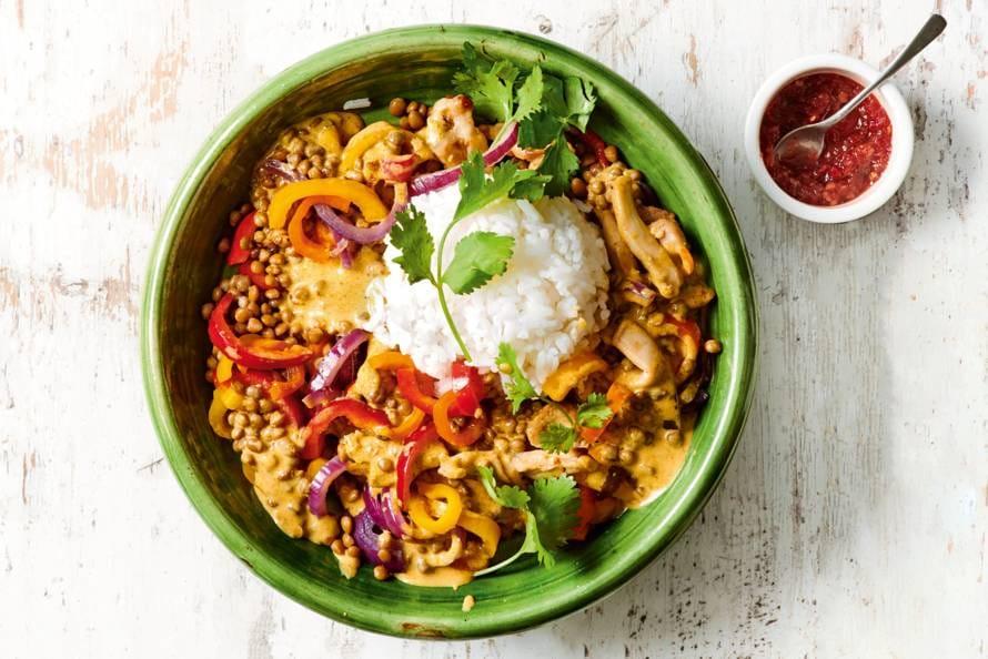 Gele curry met linzen, puntpaprika & kip