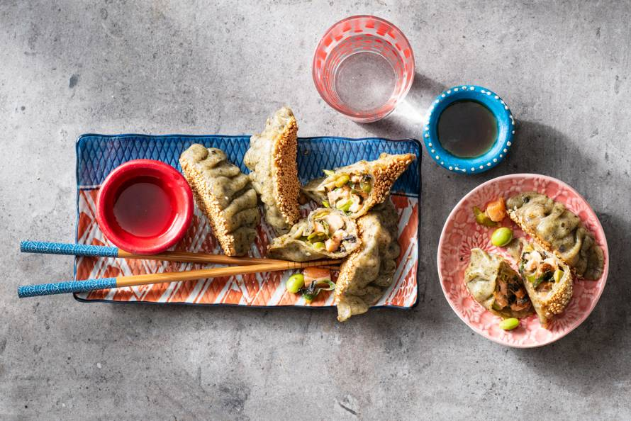 Gyoza met nori, zalm en sojabonen