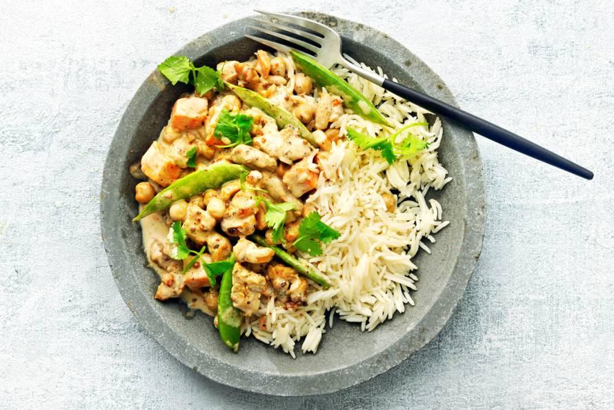 Milde curry van kip, kikkererwten en zoete aardappel