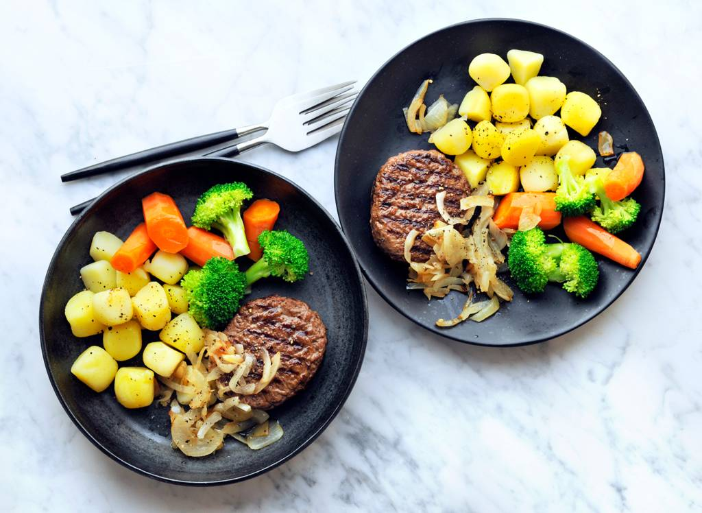 Rundertartaar met peen, broccoli en gebakken ui