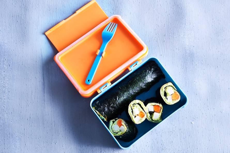 Sushi-omeletrolletjes to go
