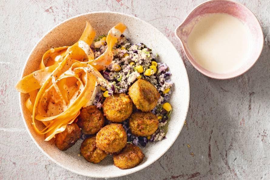Falafelbowl met kruidige couscous