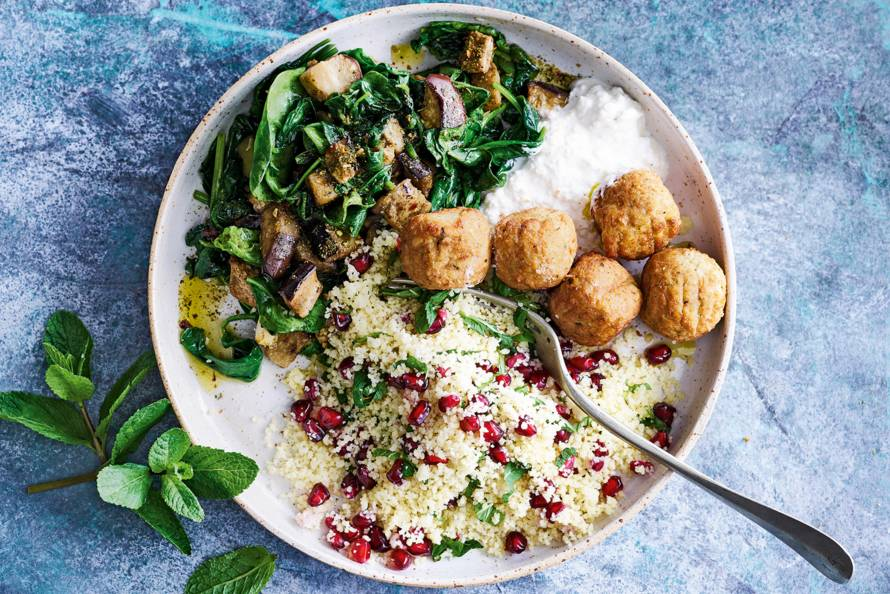 Couscous met aubergine en falafel